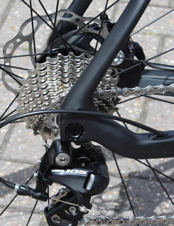 The 142x12mm rear end and opposing 15mm fork are both standards borrowed from modern mountain bikes