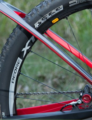Thin swooping seatstays flow into the top tube, aiding ride comfort