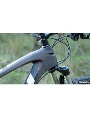 An enormous tapered head tube flows into the top tube and down tube – no surprises that this is a stiff frame under torque
