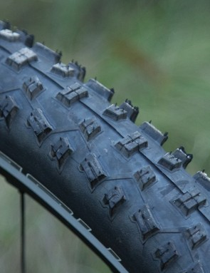 The 2.25in Schwalbe Nobby Nic SnakeSkin tyres aren't an obvious choice for a fast, race focused machine, but they do perform admirably well across a range of conditions and the width certainly helps smooth the ride
