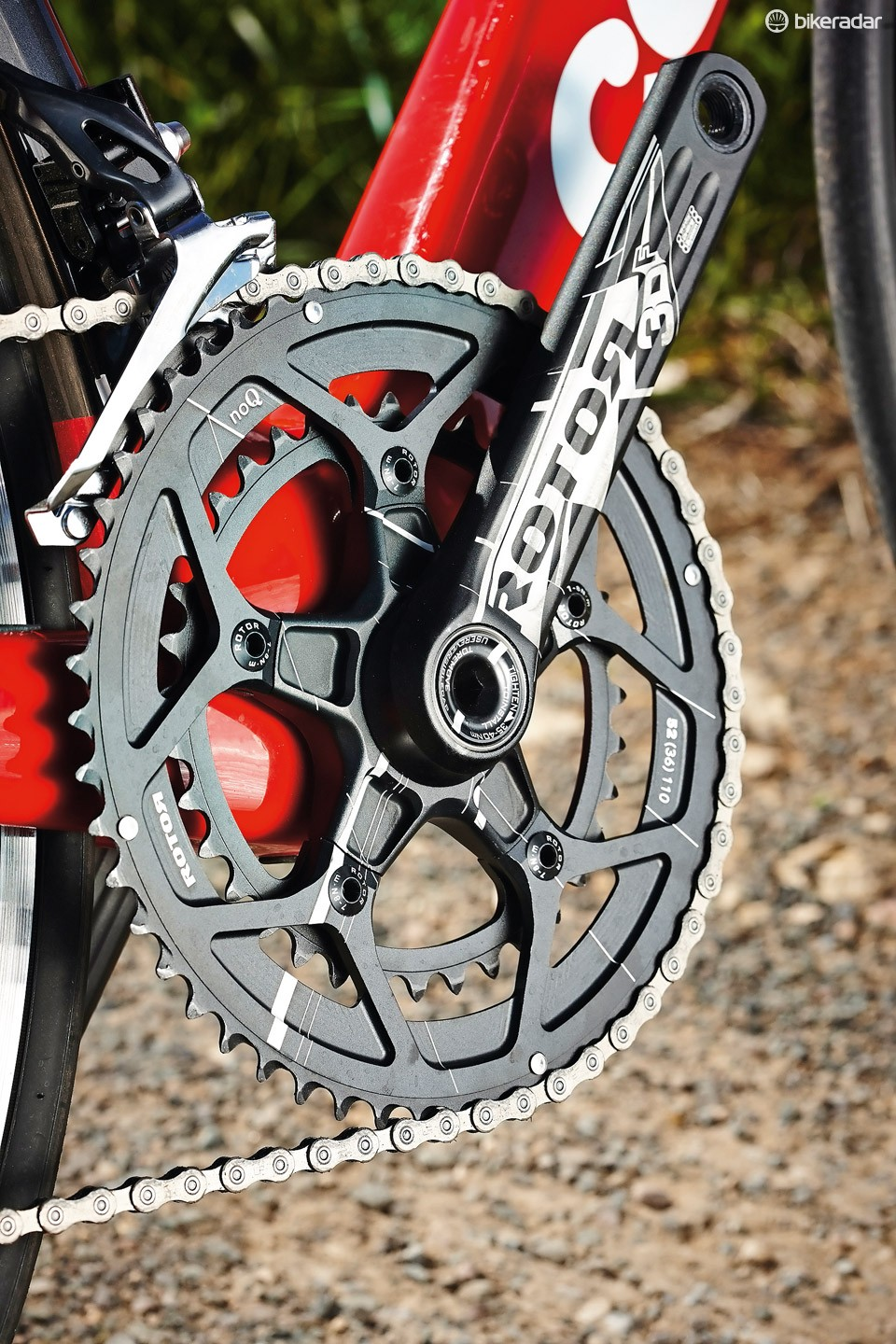 The 52/36 and 11-25 combo provides a versatile gearing range