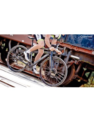 A wide bar ensures trusty handling on uneven surfaces