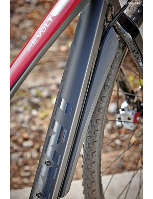 A bolt-on guard protects cable outers on the down tube – as well as the rider