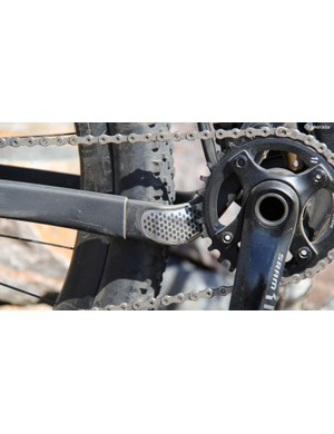 There's an integrated guard on the chainstay to prevent the chain from maring the carbon