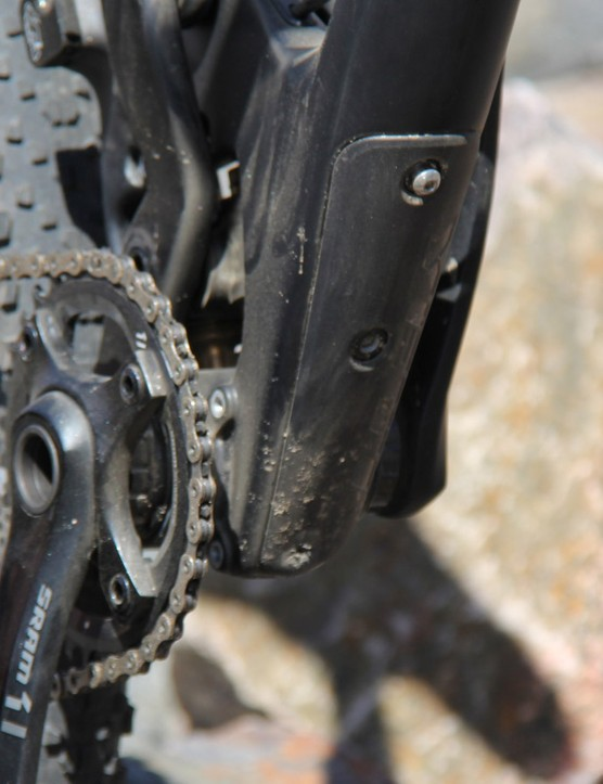 The SB5c lacks water bottle mounts inside the front triangle, though it does have a pair of mounts under the downtube, which also secure the downtube protector