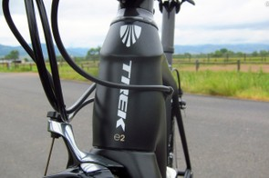 The puffed-up head tube houses a 1 1/8 to 1 1/2in tapered steerer