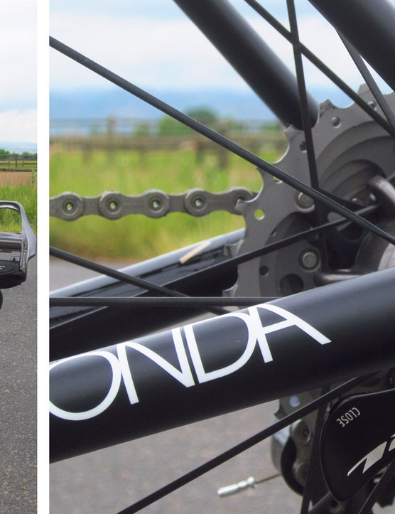 The asymmetrical chain stays finish at carbon fibre dropouts