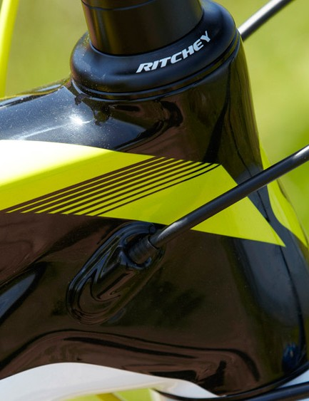 The 730's smooth tube intersections echo the 'flow' of its carbon yarns