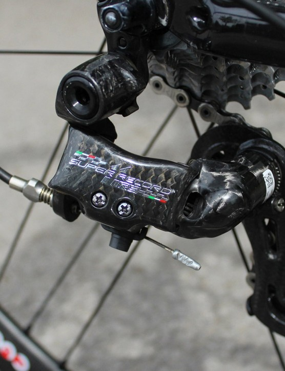 Europcar mechanics keep Arashiro's 11-speed chain in immaculate condition