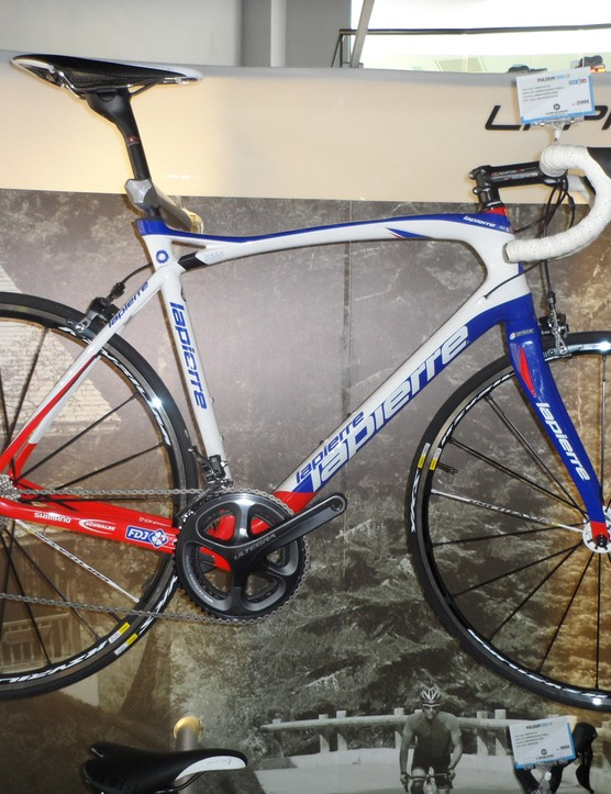 The Pulsium 500 comes in FDJ team colours and is equipped with mechanical 11-speed Ultegra for €2,599