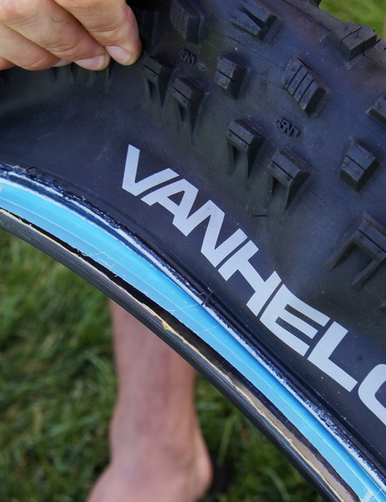 The Vanhelga is tubeless ready and can seat with a floor pump