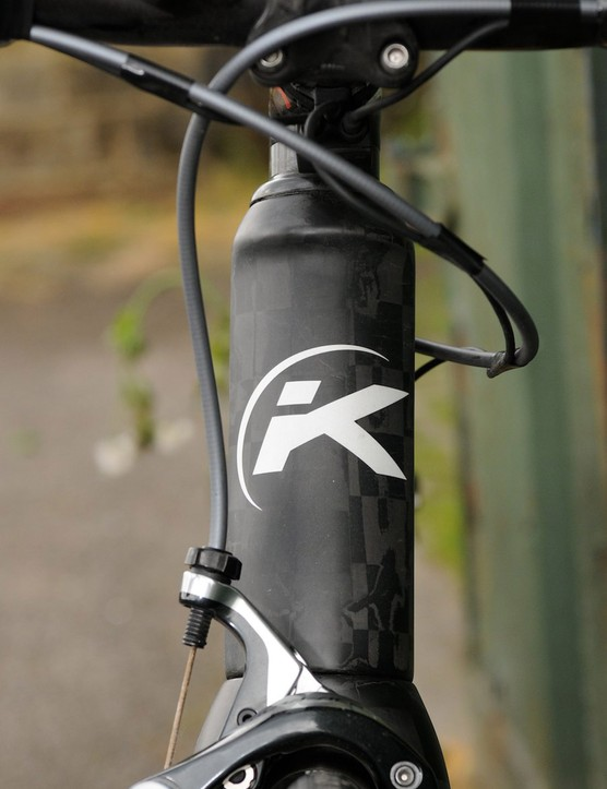 The Kemo KE-R8's head tube is parallel sided and averagely wide