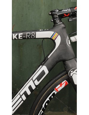 An almost flat sided transition from head tube to top and down tubes