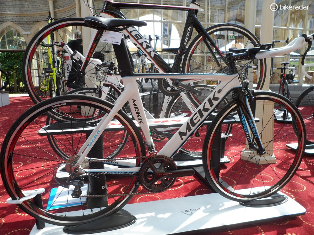 The mid-range Tripro AL2-3.0 gets the Ritchey bars common to all bikes in the series, as well as full mechanical Ultegra and RS30 wheels