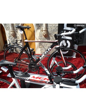 The Tripro stable tops out with the 3.0, which features Ultegra Di2 and tri-specific shifters