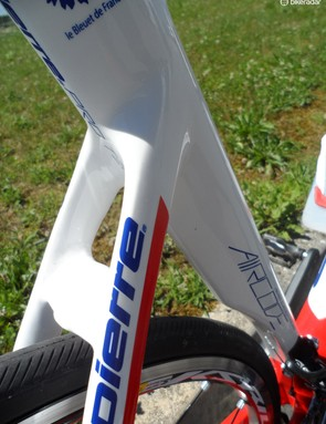 The Kamm-tail seat tube has a cutaway for the rear wheel