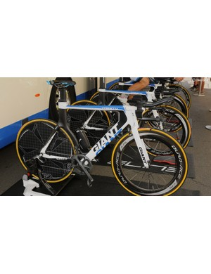Team Giant Shimano were all equipped with the Giant Trinity, and running old 5-arm Dura-Ace cranks