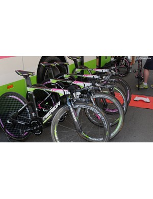 Lampre-Merida's riders have the Warp TT machine, and apart from Chris Horner's pink-tipped fork, more uniformity than many team's TT rigs