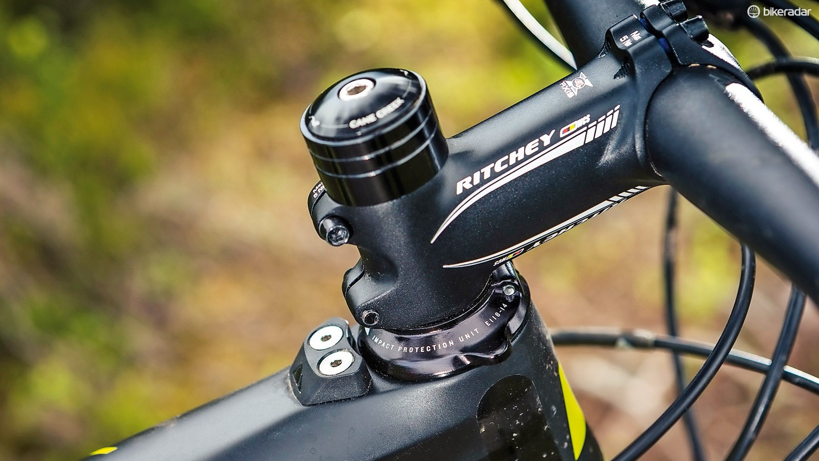 A neat bolt-on bumper protects the carbon top tube from bar spinning accidents