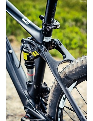 The Lux's uninterrupted seat tube means saddle drops are easy, should you want to pause that long
