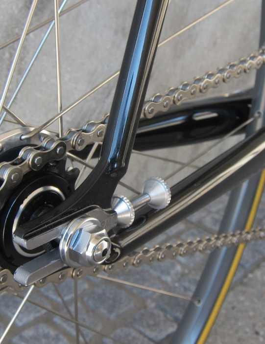 Classy horizontal dropout screws enable alignment of the fixed gear wheel