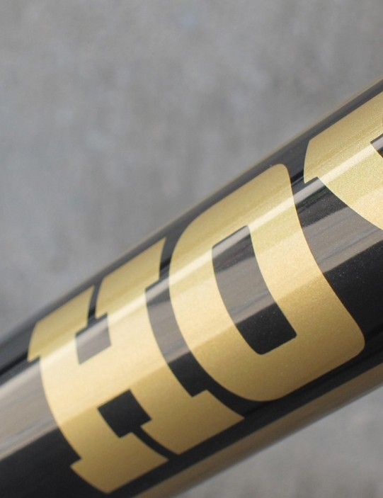 The Hoy branding is present on the head and down tubes