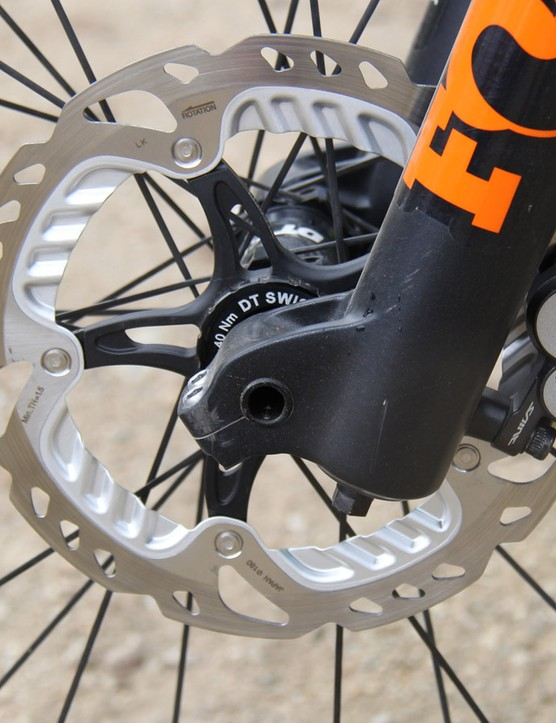 Light levers and powerful brakes for the Aussie enduro racer — Graves runs Shimano XTR Race brake levers with Saint calipers