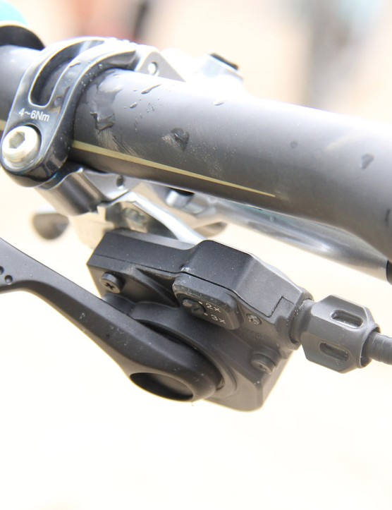 ...but he uses a hacked XTR shifter to actuate the seatpost