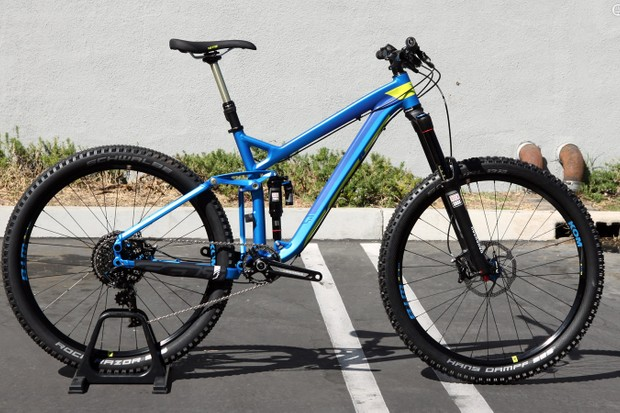 The Compulsion 10 is Felt's top-end all-mountain/enduro offering for 2015, featuring 27.5in wheels, 160mm of travel, and a burly build kit that includes a SRAM XO1 transmission, RockShox Pike fork, and RockShox Reverb Stealth dropper seatpost
