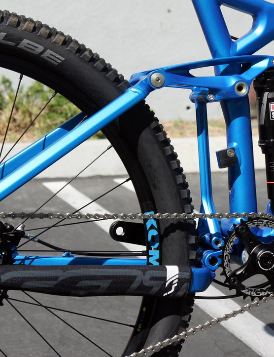The Equilink hardware on the 2015 Felt Compulsion 10 looks fantastic in this monochromatic paint scheme