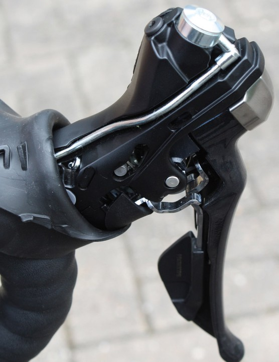 Under the hood of Shimano's RS685 mechanical/hydraulic shift lever