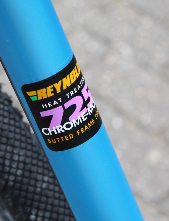 The Croix de Fer 30 is constructed from Reynolds 725 chromoly steel