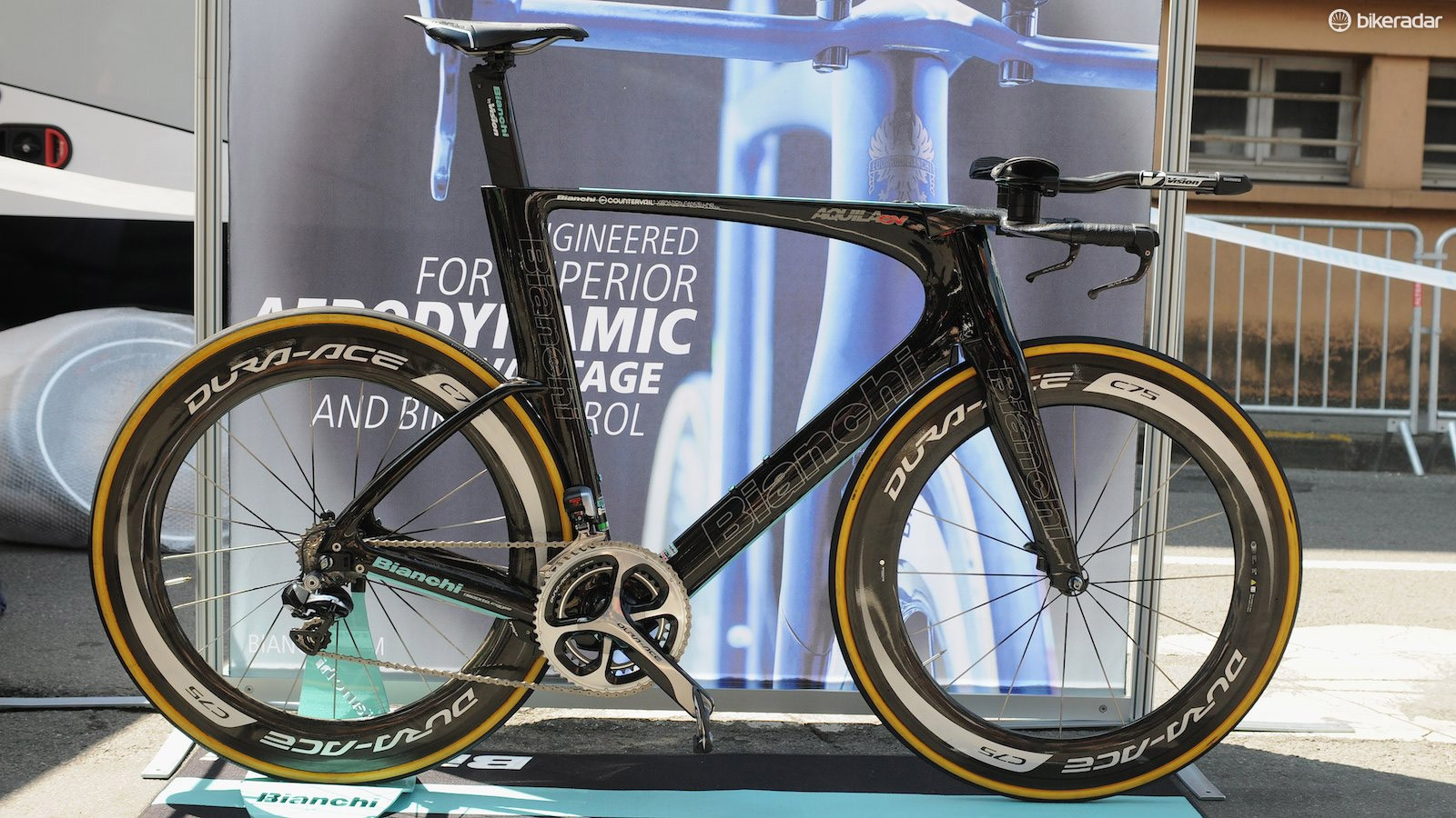 The Aquila CV replaces the Pico as Bianchi's premier time trial machine, and has an incredibly clean and integrated look