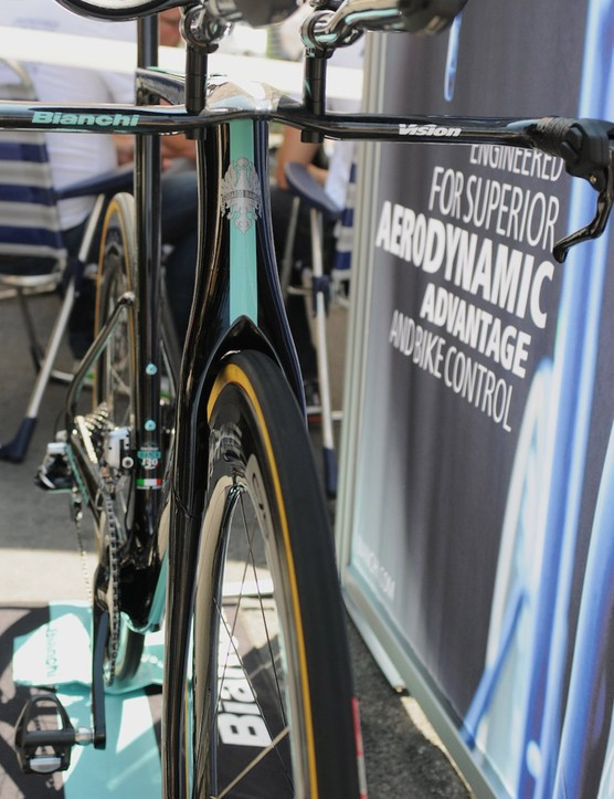 First used on the Infinito CV, Bianchi have added a Countervail carbon layer to the Aquila's frame to reduce road vibrations and shocks from what will always be a frame built for speed rather than comfort. It should improve overall ride quality and handling by enhancing control.