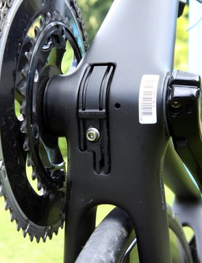 The internal routing system can be set up with either electronic or mechanical drivetrains. Giant has bundled up the various ports into as few holes as possible too