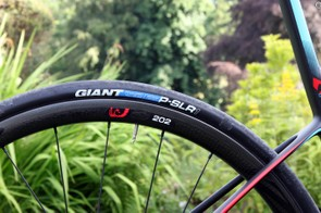 The stock Zipp 202 Disc carbon clincher wheels on the flagship Giant Defy Advanced SL 0 are wrapped with Giant's own 25mm-wide P-SLR1 tires