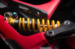 The single-sided seat tube structure makes it easier to install and remove the shock