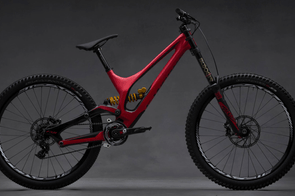 The 2015 Specialized S-Works Demo features a completely redesigned carbon frame and 27.5in wheels