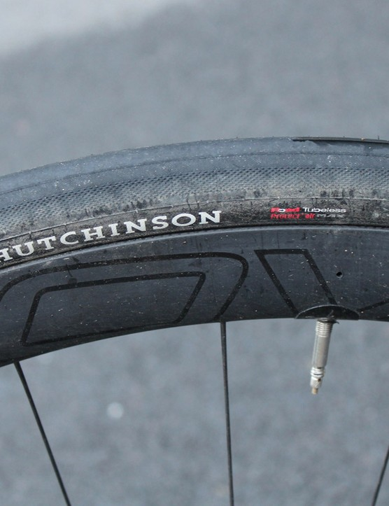 I chickened out on running Turbo 26mm tyres and switched to my trusty Hutchinson Sector 28s. Although tubeless tyres, I just ran them as clinchers