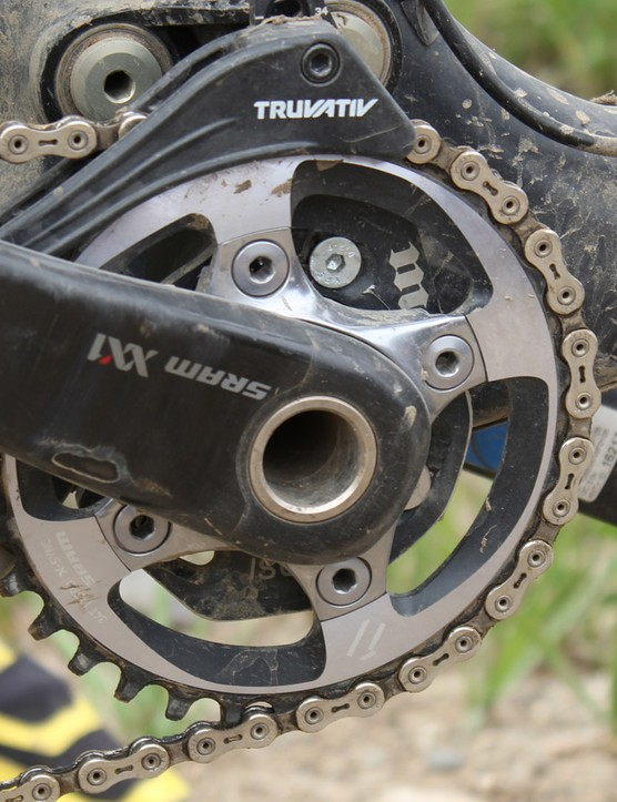 Chausson spins a SRAM XX1 crankset with a 34t X-Sync chainring