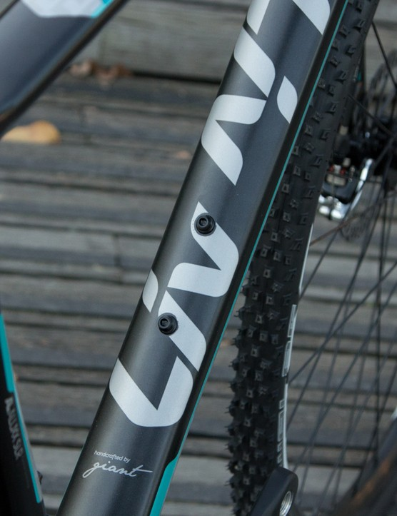 The Brava SLR series features a lightweight aluminium frame and carbon fork