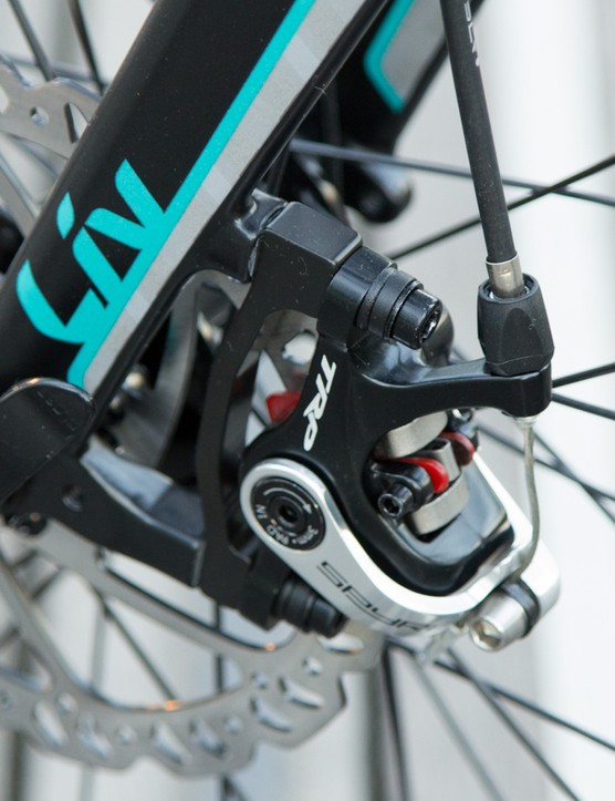 The Liv Brava SLR2 will come with TRP Spyre mechanical disc brakes. These are different from most mechanical disc brakes in that both pads move to clamp the rotor