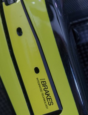 The integrated brakes are hidden behind a carbon cover that must be removed if you want to adjust them