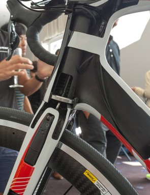 Some of the magic happens inside the frame. Look has patented the routing guide at the top of the fork steerer