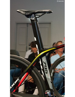 The seatpost sits flush with the seat tube
