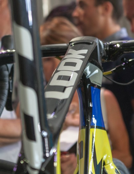 The flat top tube flows smoothly into the stem, and houses the Di2 control module under a pop-out access panel