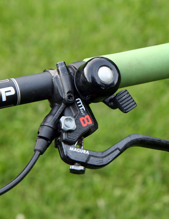 Magura's MT8 hydraulic disc brakes were in keeping with the light-and-fast theme. The high-pitched ding from the Incredibell was friendlier than screaming