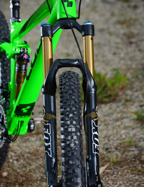 Most of the 140mm bike lineup is equipped with a Fox 32 fork up front, although for harder riders, the RockShox Pike version would be the way to go