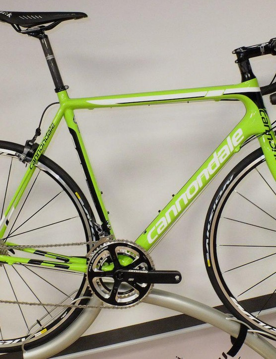Cannondale's signature green livery gives the Evo Ultegra slick looks, matched to 11 speed Ultegra, Mavic Aksium S WTS wheels and a Cannondale HollowGram Si crank for £1999.99