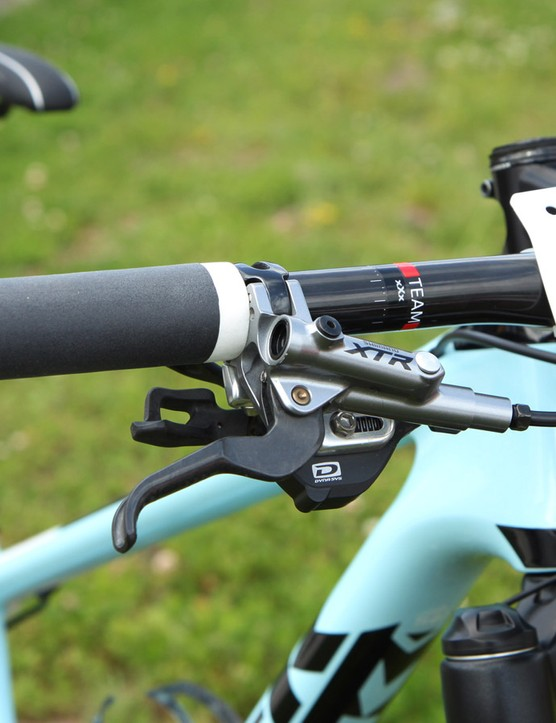 Stopping duties are handled by Shimano's latest XTR Race hydraulic disc brakes, complete with magnesium master cylinder bodies and carbon fiber lever blades